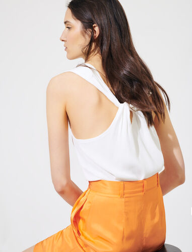 Sleeveless top : Tops color White